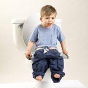 Potette-pot-gris-clair-pieds-blanc-en-réducteur-de-toilettes